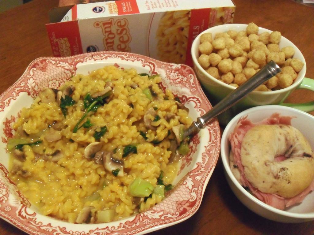 https://foodloader.net/sweetie_2013-12-06_mac_n_cheese__spinach__mushrooms__peanut_butter_cereal__bagel__ham.jpg