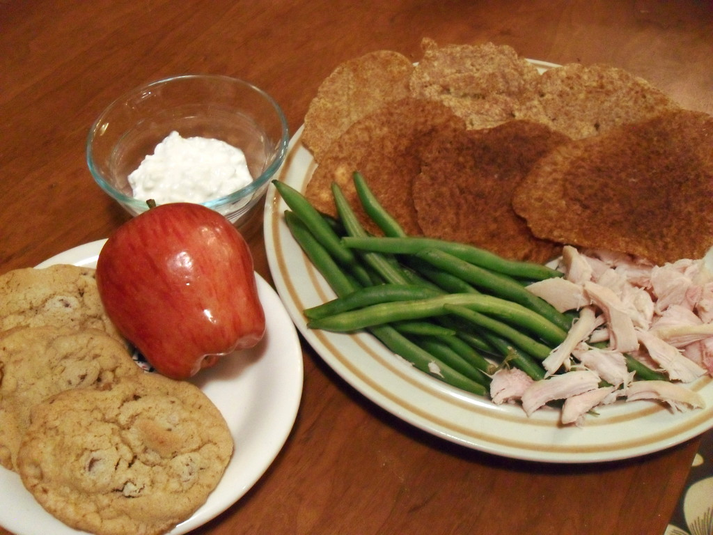 https://foodloader.net/sweetie_2013-12-07_cottage_cheese__corn_meal_pancakes__apple__green_beans__turkey__cookies.jpg