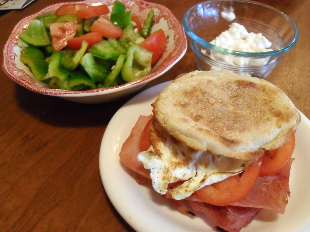 http://foodloader.net/sweetie_2013-12-12_tomato__bell_pepper__cottage_cheese__toasted_english_muffin__egg__ham.jpg