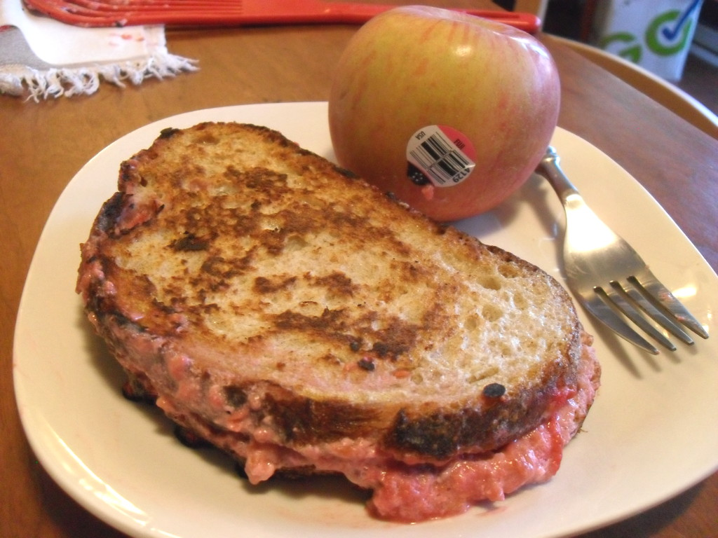 http://foodloader.net/sweetie_2013-12-15_raspberry_and_vanilla_greek_yogurt_stuffed_french_toast__fuji_apple.jpg