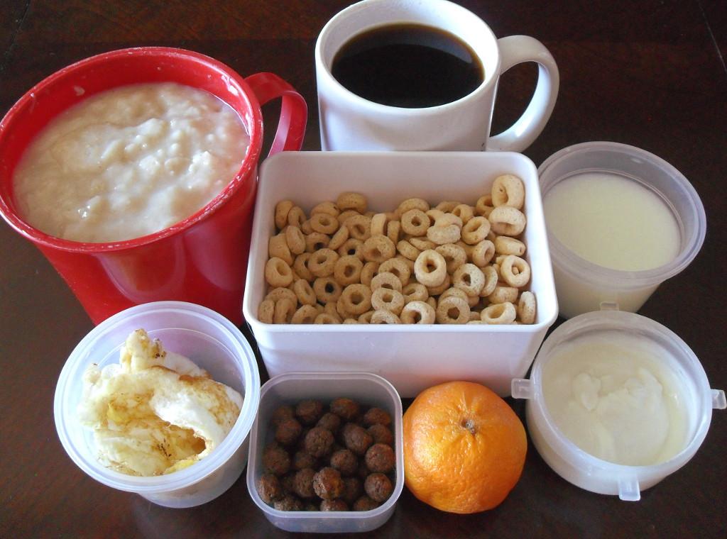 https://foodloader.net/sweetie_2013-12-17_oatmeal__coffee__cheerios__goat_milk__eggs__cocoa_puffs__clementine__yogurt.jpg