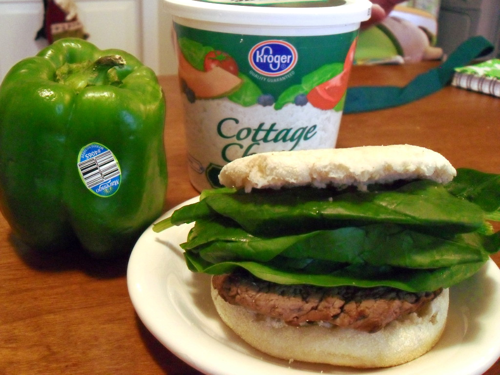 https://foodloader.net/sweetie_2013-12-19_bell_pepper__cottage_cheese__hamburger_and_spinach_on_an_english_muffin.jpg