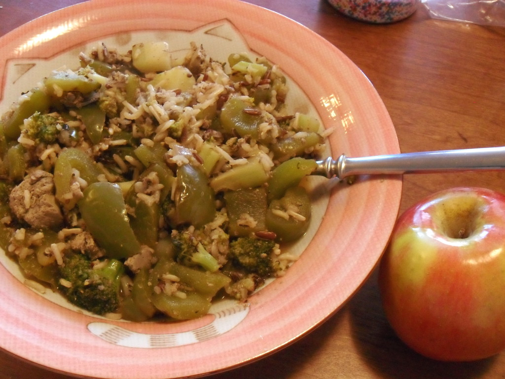 https://foodloader.net/sweetie_2013-12-22_rice__sesame_ginger_sauce__broccoli__bell_pepper__chicken_livers__apple.jpg