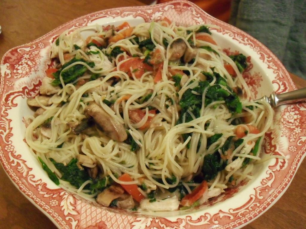 https://foodloader.net/sweetie_2013-12-23_spaghetti__romano_cheese__turkey__spinach__mushrooms__tomatoes.jpg