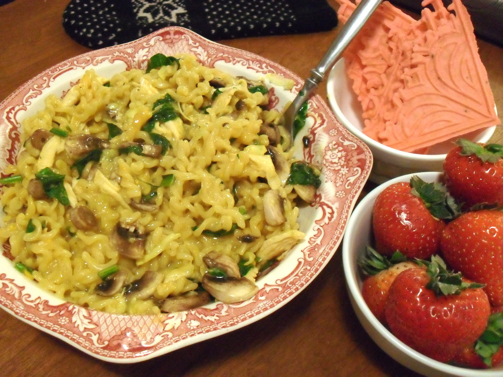 https://foodloader.net/sweetie_2013-12-28_mac_n_cheese__chicken__spinach__mushrooms__squash__pizzelles__strawberries.jpg