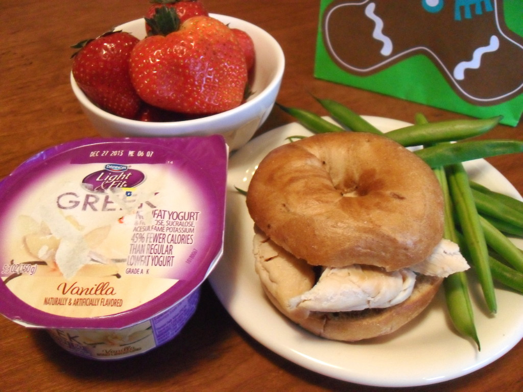 http://foodloader.net/sweetie_2013-12-29_strawberries__greek_yogurt__cinnamon_bagel__chicken__green_beans.jpg