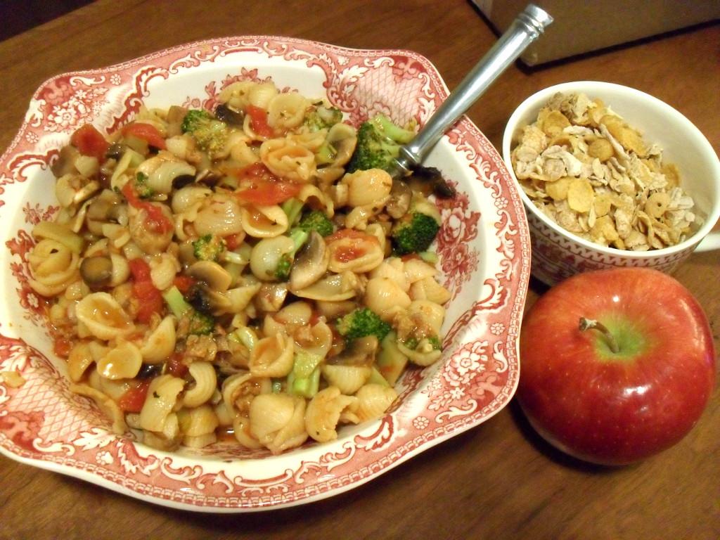 https://foodloader.net/sweetie_2014-01-03_pasta__marinara_sauce__sausage__mushrooms__broccoli__granola__apple.jpg