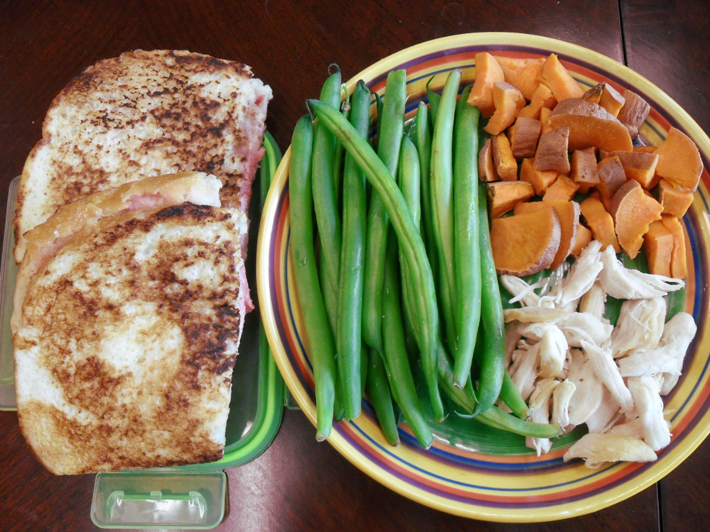 http://foodloader.net/sweetie_2014-01-03_strawberry_stuffed_french_toast__green_beans__sweet_potato__chicken.jpg