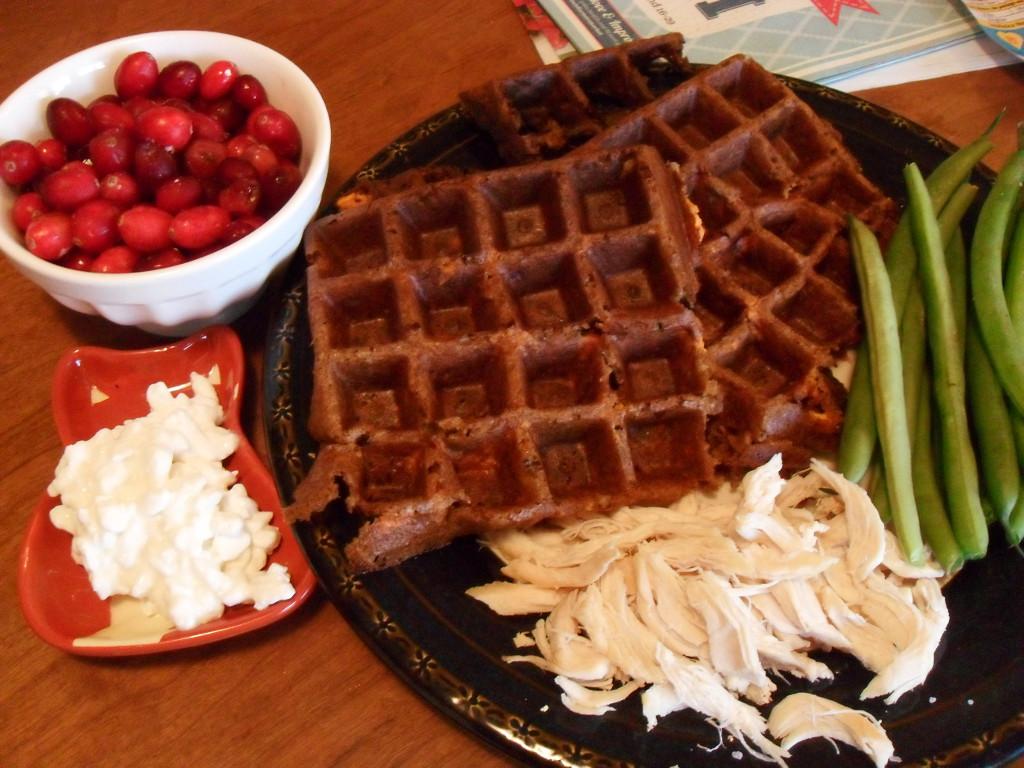 https://foodloader.net/sweetie_2014-01-09_cranberries__sweet_potato_corn_waffle__green_beans__cottage_cheese__chicken.jpg
