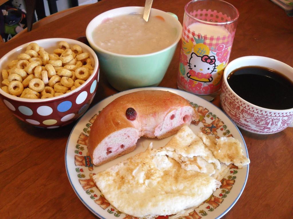 http://foodloader.net/sweetie_2014-01-11_kashi_cereal__oatmeal__goat_milk__coffee__cranberry_bagel__eggs.jpg