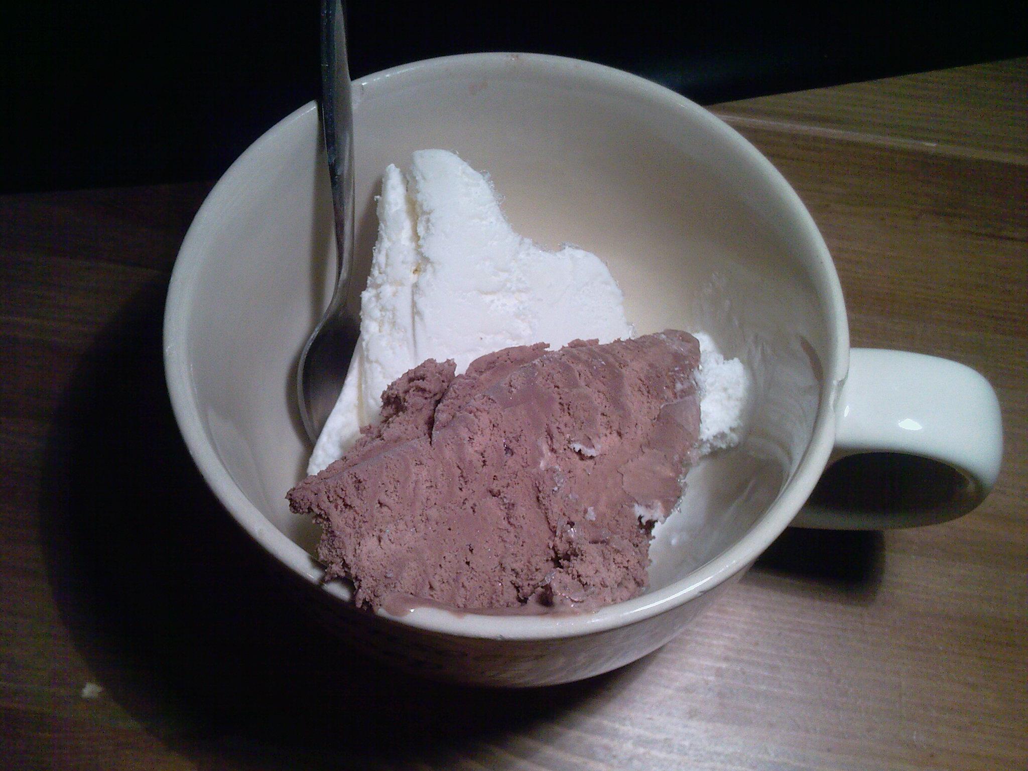 https://foodloader.net/wcbrilman_2010-04-27_chocolade_vanille_ice.jpg