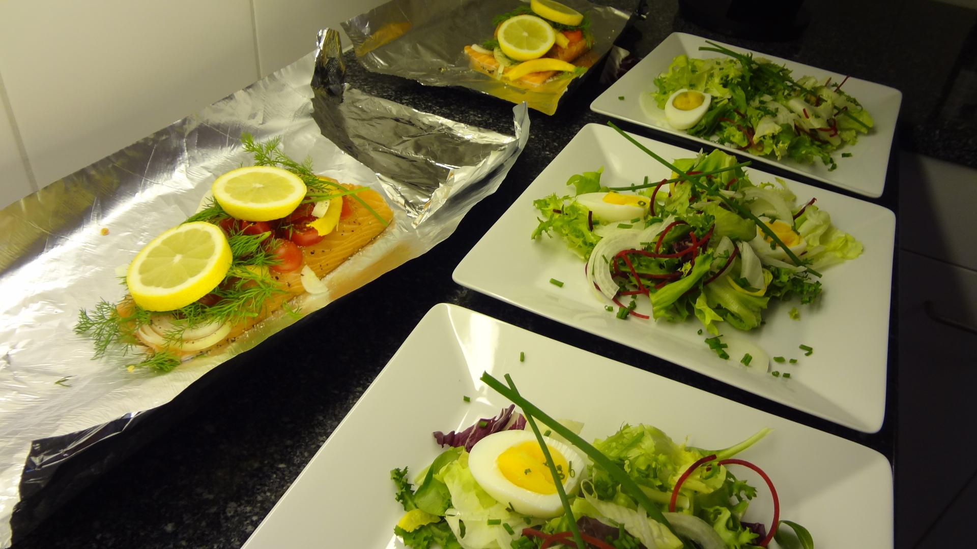 https://foodloader.net/xSh_2013-11-30_Salmon_Salad.jpg