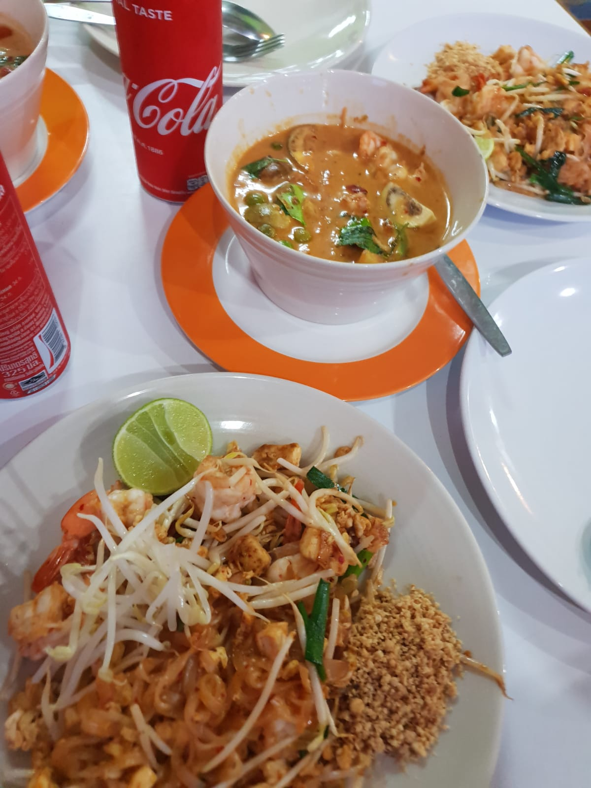 https://foodloader.net/xSh_2019-01-20_Pad_Thai.jpg