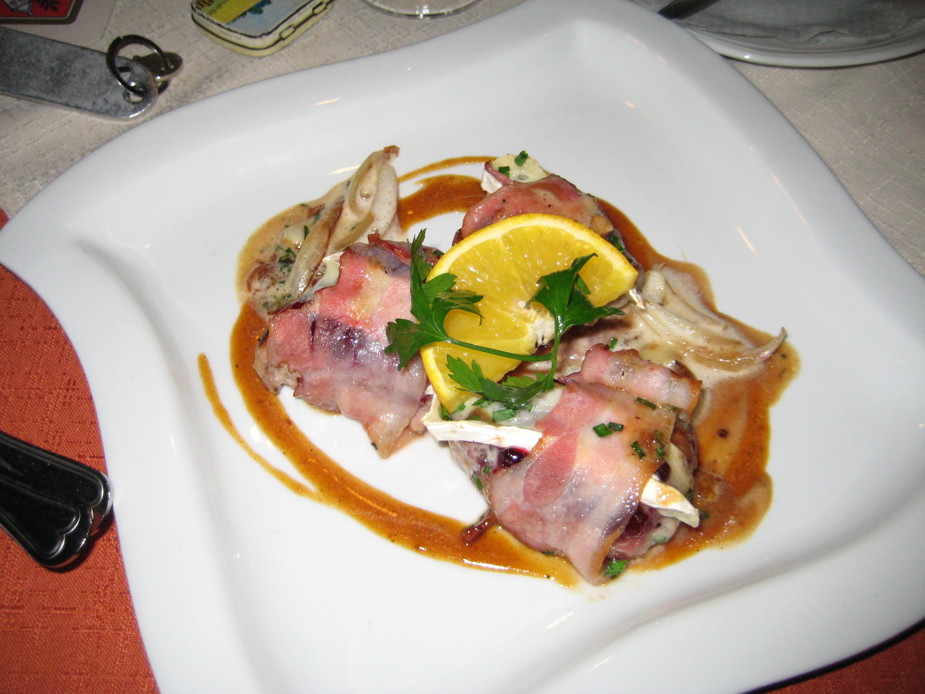 http://foodloader.net/youhardt_2009-10-15_Schweinemedaillons_mit_Speck_und_Preiselbeeren_umm.jpg